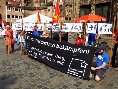 Kundgebung zum Antikriegstag vor der Lorenzkirche