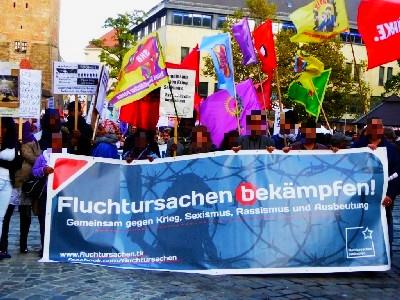 """Bild vom Fronttransparent der Demo """"Fluchtursachen bekämpfen"""""""
