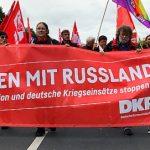 """Foto: Fronttransparent """"Frieden mit Russland!"""""""