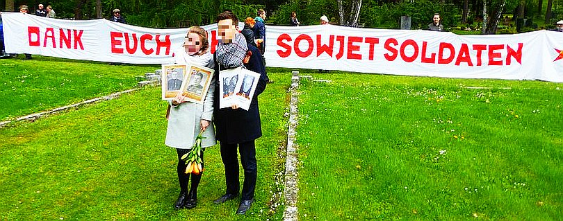 """Bild: Banner """"Dank euch ihr Sowjetsoldaten"""""""