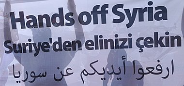 Afrin Banner dreisprachig: Hände weg von Syrien