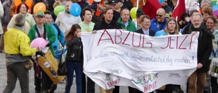 Foto: GenossInnen der KSČM (Komunistická strana Čech a Moravy) am Ansbacher Ostermarsch!