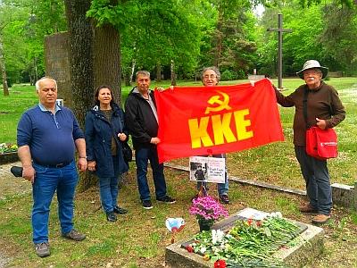 KKE und DKP gemeinsam am Tag der Befreiung am Südfriedhof.